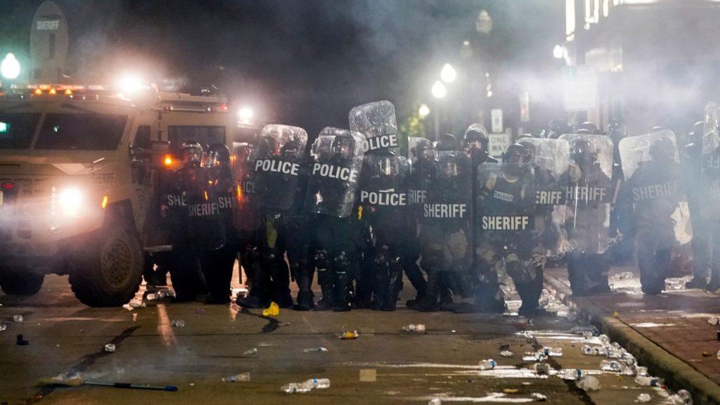 митинги в городе Кеноша, США