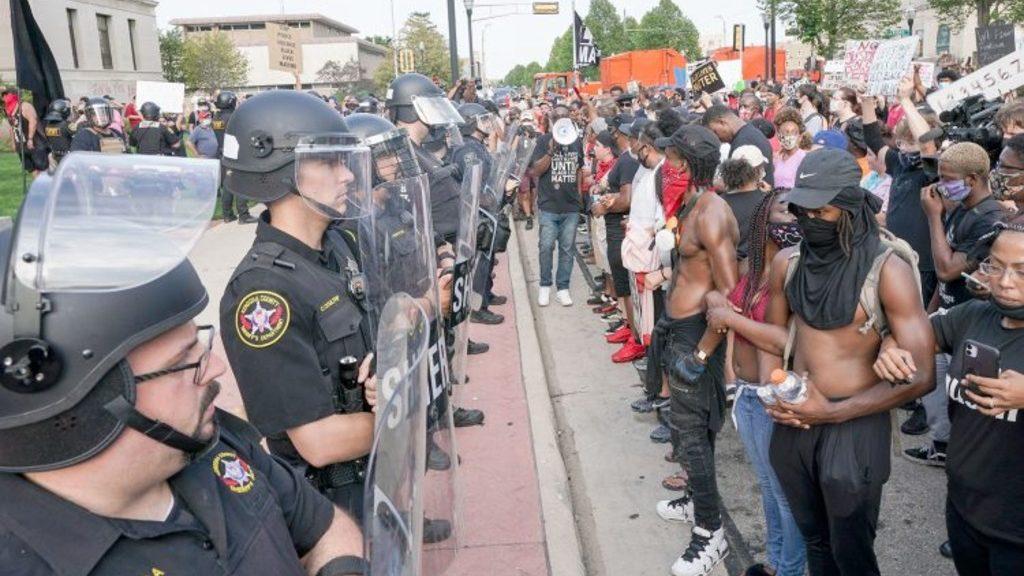 протесты и беспорядки в американском Кеноше