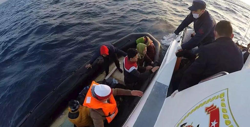 СМИ: Немецкие НКО под прикрытием турок пытались «втолкнуть» лодку с мигрантами в воды Греции