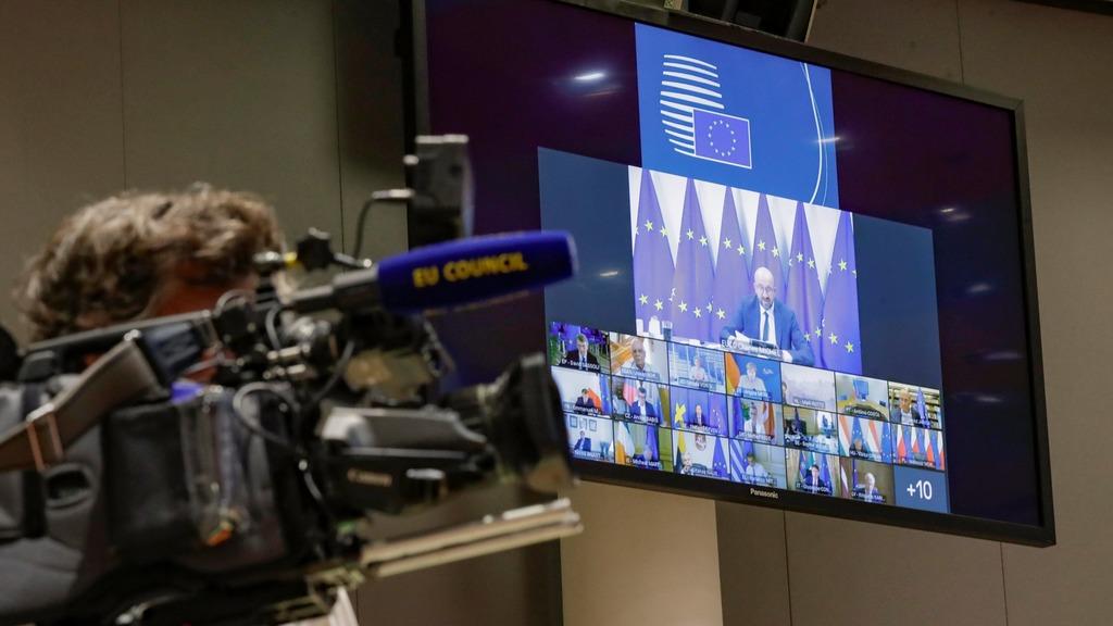 Евросоюз решил внести в черный список 20 чиновников Белоруссии