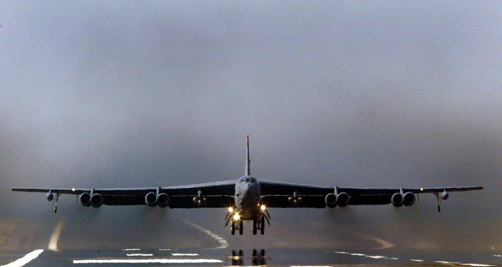 Над Европой пронеслись американские бомбардировщики B-52 «в знак солидарности НАТО»