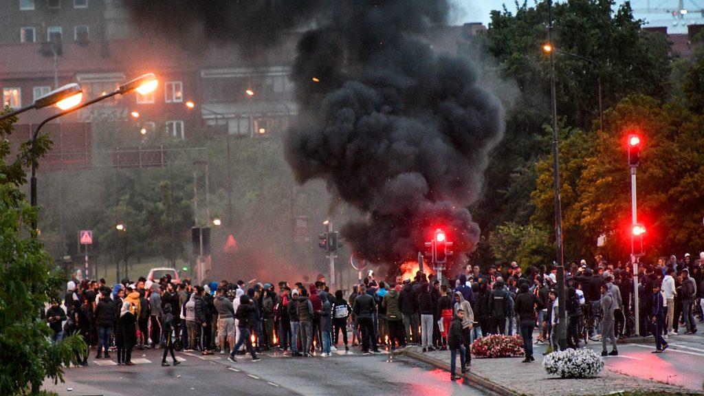 Беспрядки в шведском городе Мальмё после сожжения Корана