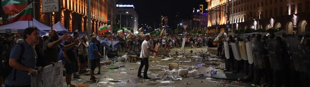 Среди болгар растет разочарование реакцией Брюсселя на события в их стране