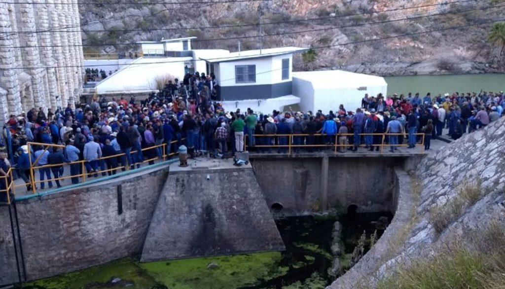 протесты на водной плотине в Мексике