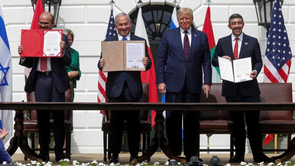 Израиль через США заключил мирное соглашение с ОАЭ  и Бахрейном