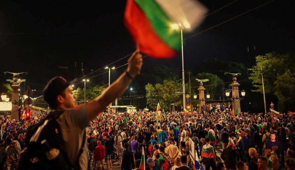 аниправительственные митинги в Болгарии 2020 год