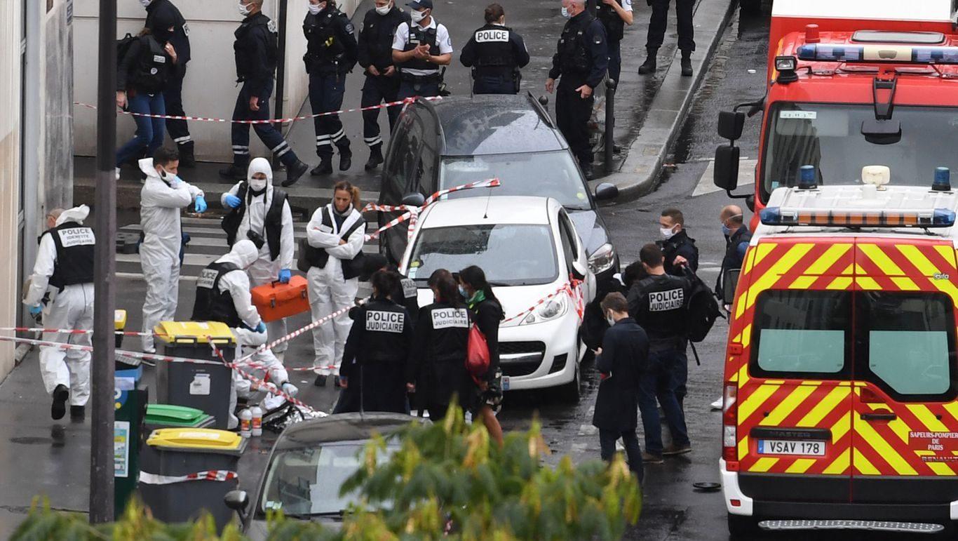 нападение с ножом возле бывшего офиса Шарли Эбдо