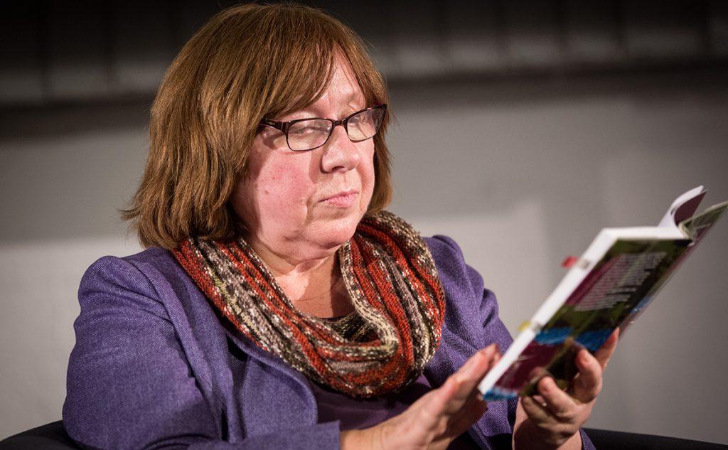 «Сбежала совесть минских либералов»: лауреат Нобелевской премии Алексиевич уехала в ФРГ