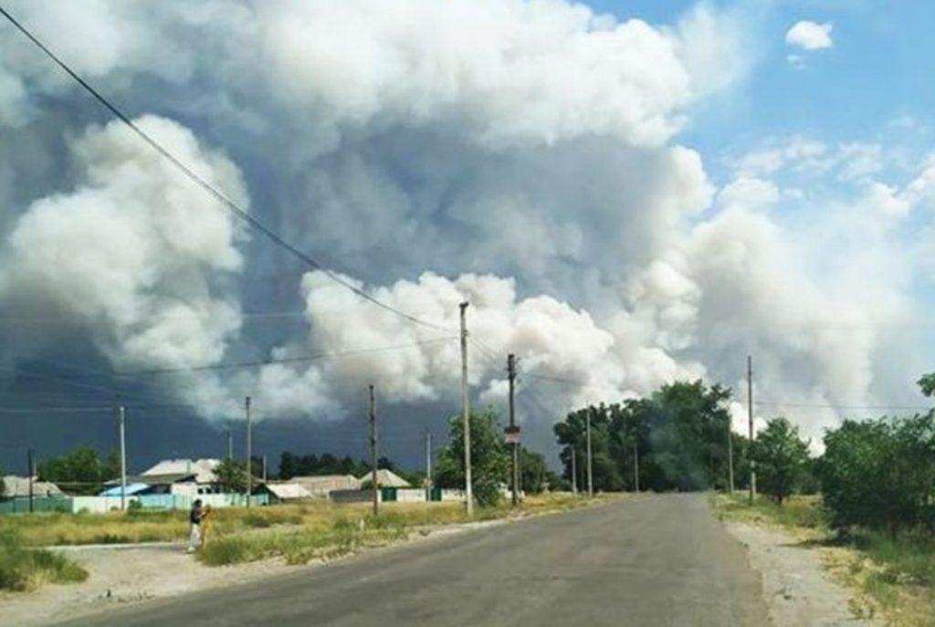 Пожар на оккупированной ВСУ части ЛНР угрожает взрывами нескольким селениям