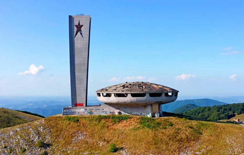 В Болгарии реставраторы спасают памятник коммунистического прошлого