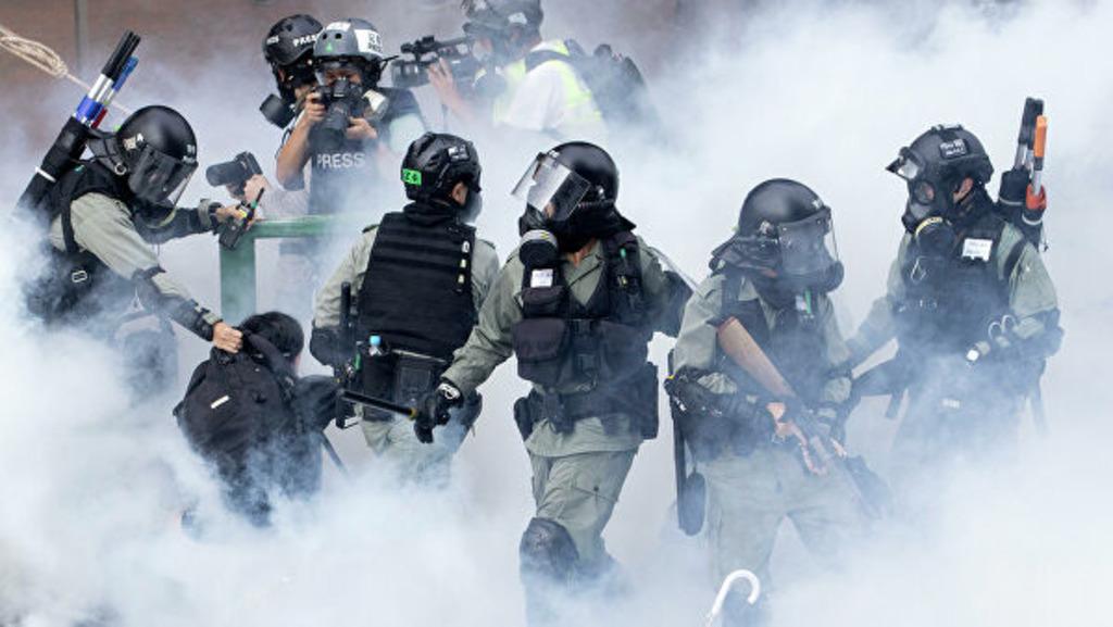 полиция применила перцовый газ