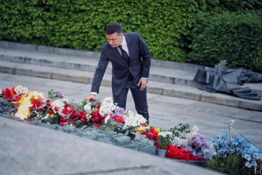 Корнилов: Зеленскому не обмануть Россию и Донбасс мнимой скорбью по жертвам войны
