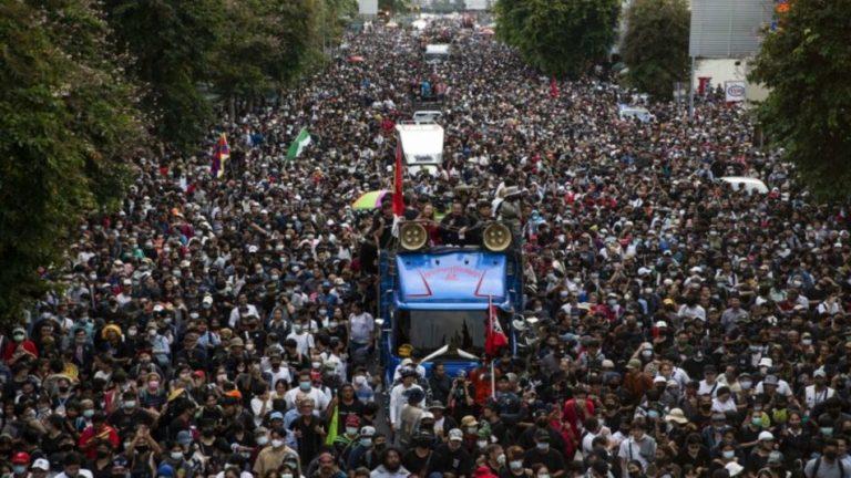 протесты в Таиланде 2020 год