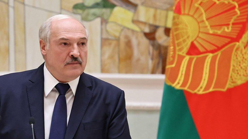 Глава Белоруссии: Под ширмой коронавируса проводят попытки изменить мир