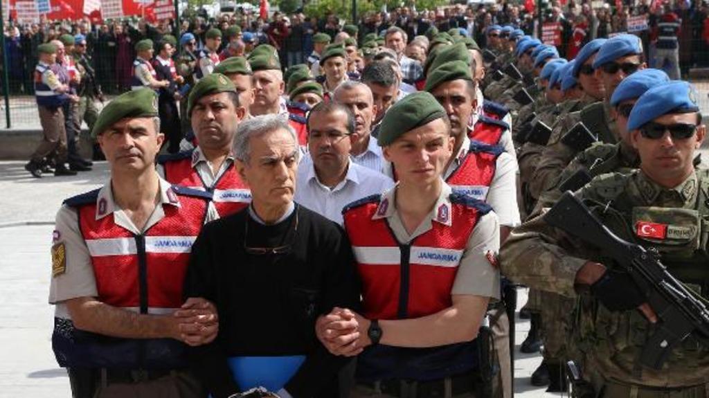 суды над военными и гражданскими по делу о попытке госпереворота в Турции
