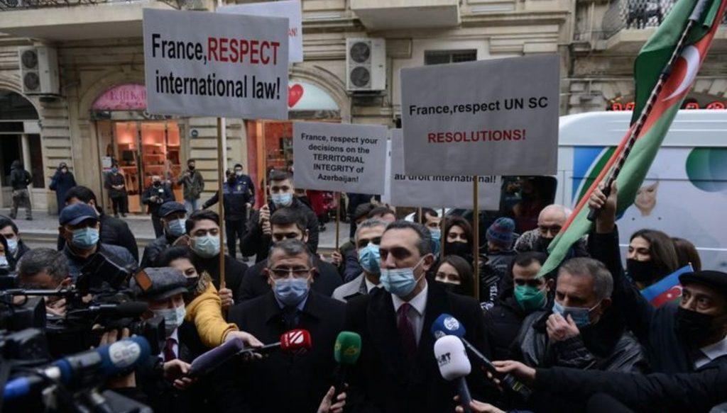 антифранцузский митинг у посольства в Баку