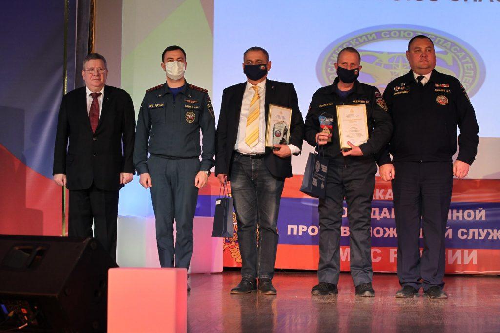 Добровольцам Российского союза спасателей были вручены благодарственные письма Министра МЧС РФ