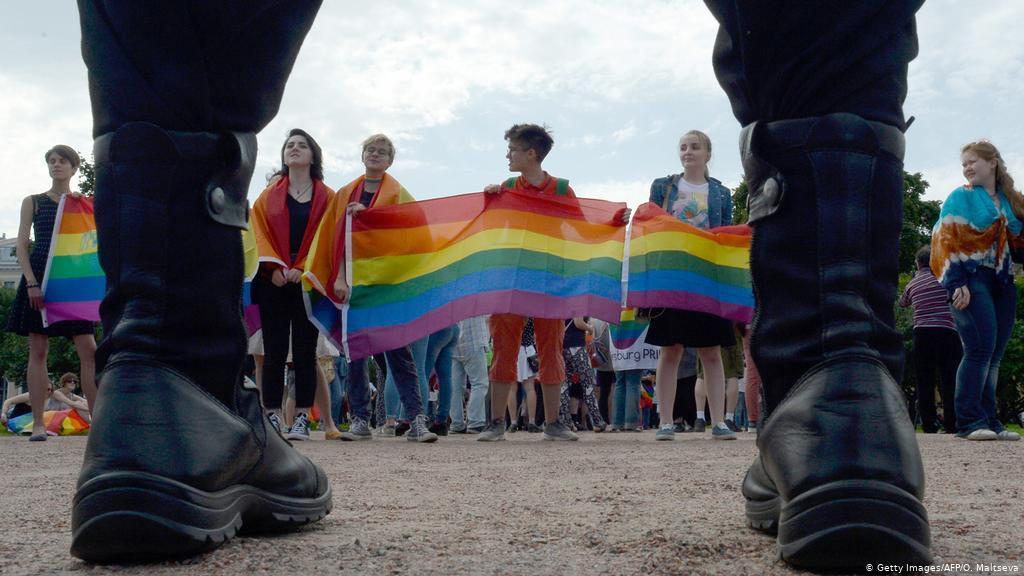 Прага готова «сильно раскошелиться» на гей-парады и легализацию наркотиков в России