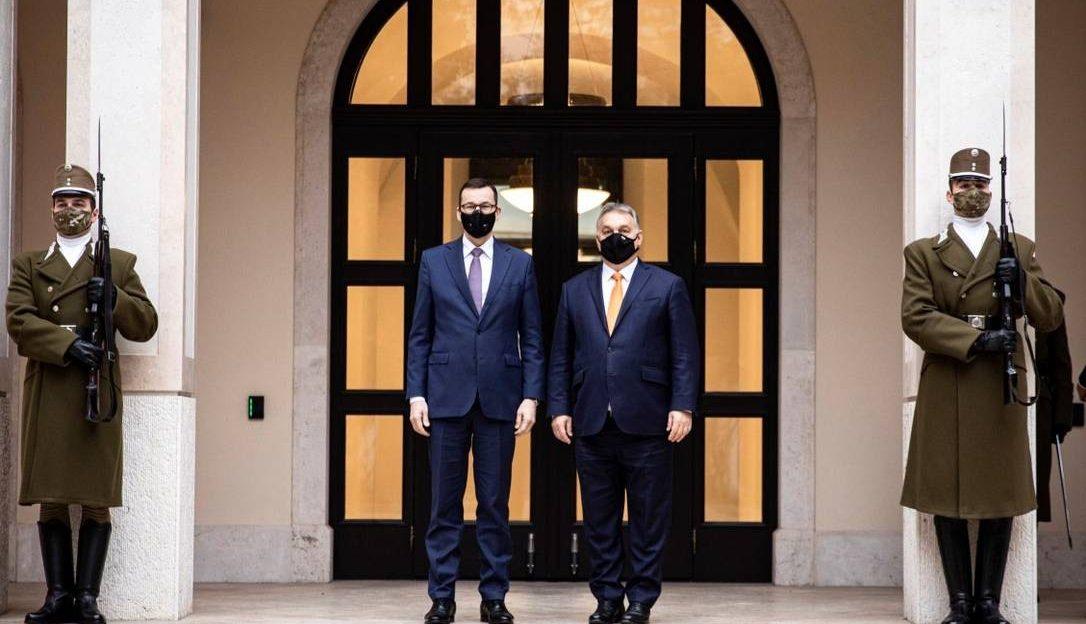 премьер-министры Польши и Венгрии Матеуш Моравецки и Виктор Орбан