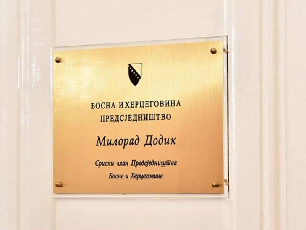 Возвращённая главой МИД РФ икона положена в сейф на хранение в кабинете Додика