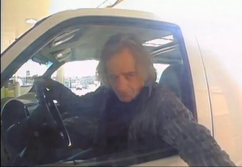 фото Уорнера за рулем взорвавшегося фургона