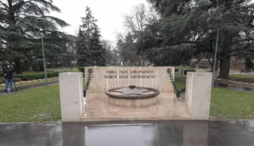 вандалы погасили пламя Вечного огня в Белграде