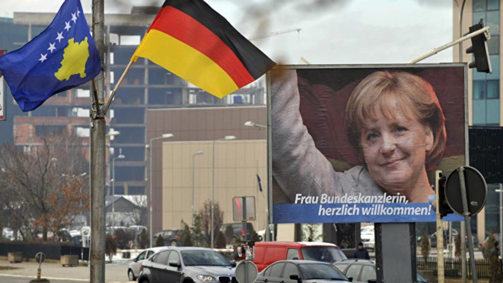Меркель встречают в Косово