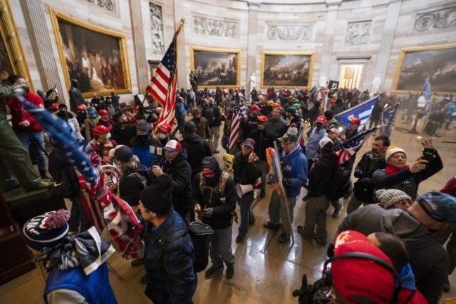 демонстранты в Капитолии
