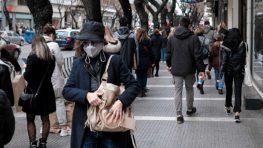 Скидки в магазинах выстроили жителей Афин и Салоников в длинные очереди