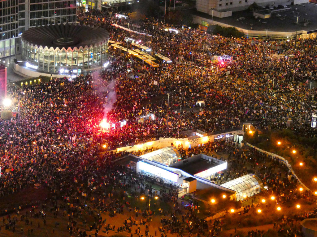 митинг в октябре, Варшава