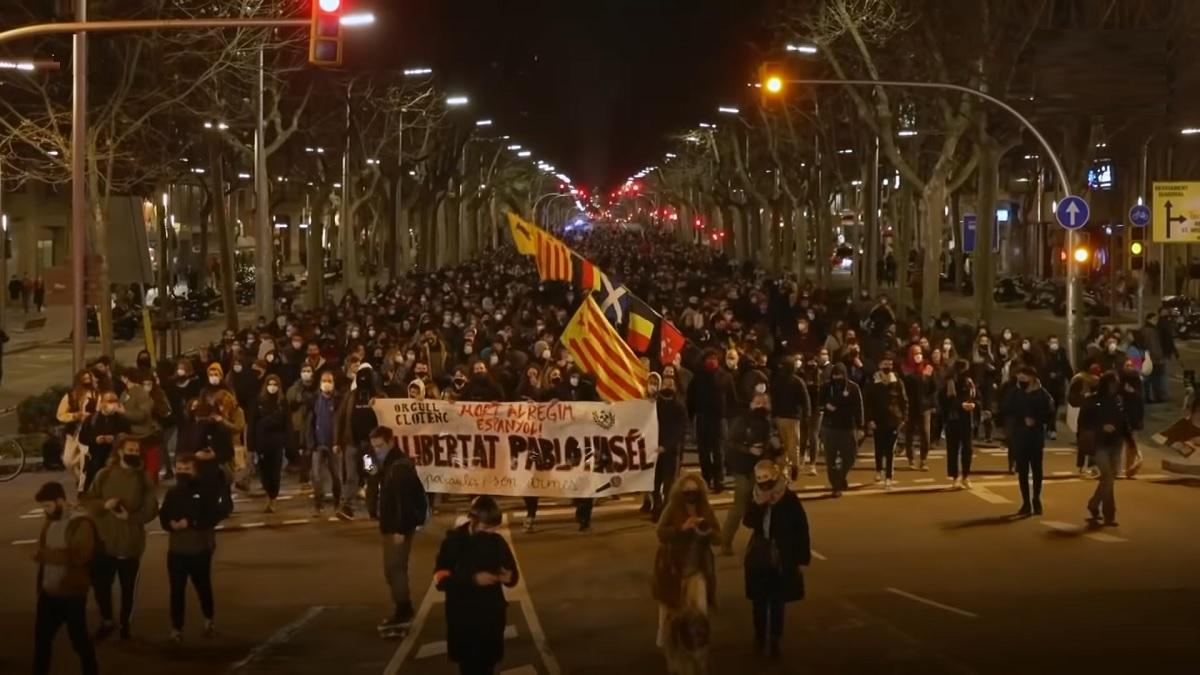 протесты в Испании из-за ареста рэпера Пабло Хаселя