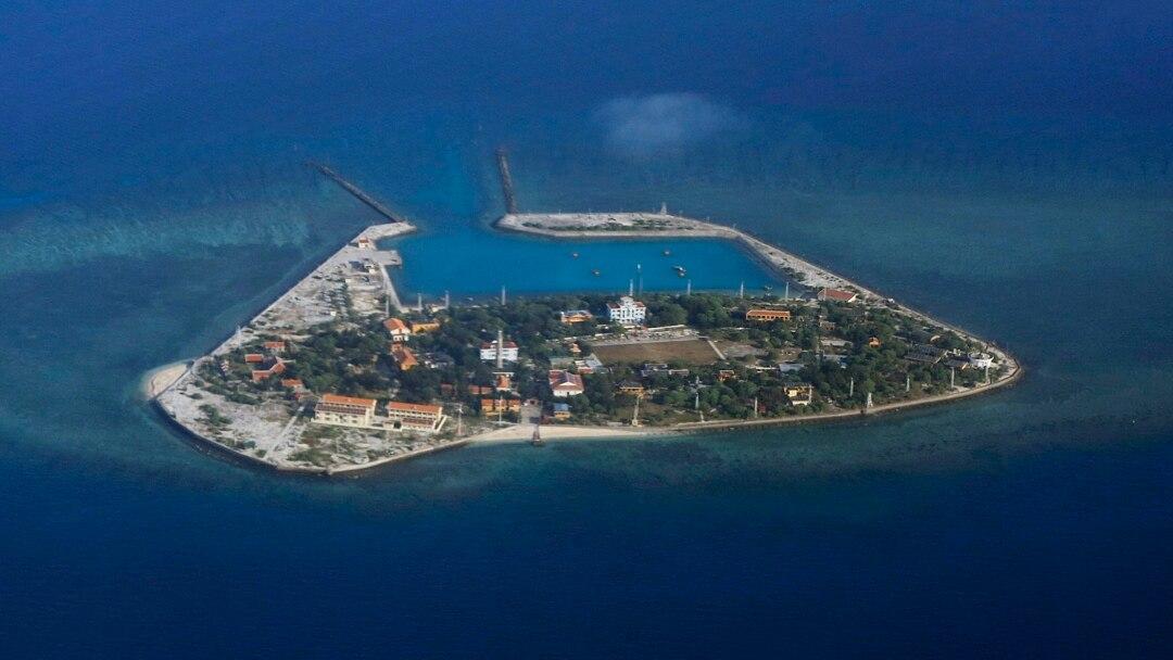 Вьетнам на острове в архипелаге Спратли