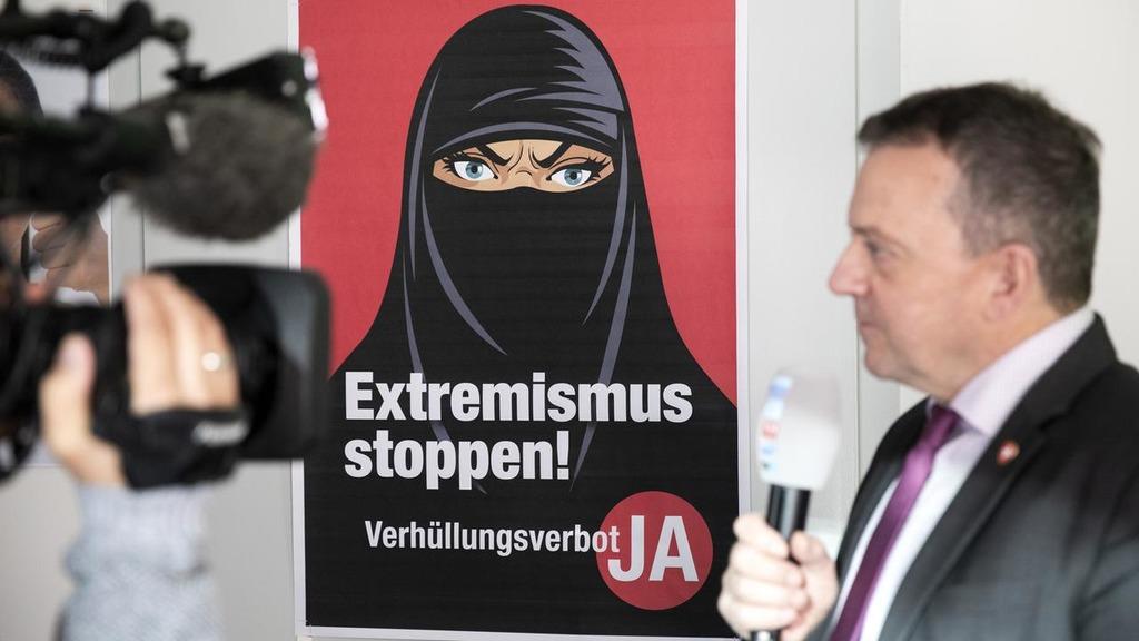 Швейцария запретила паранджу на референдуме