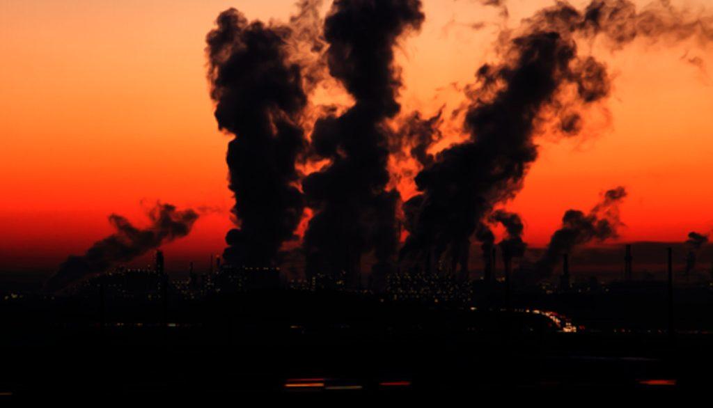 """Европарламент хочет ввести импортную """"пошлину на выбросы CO2"""