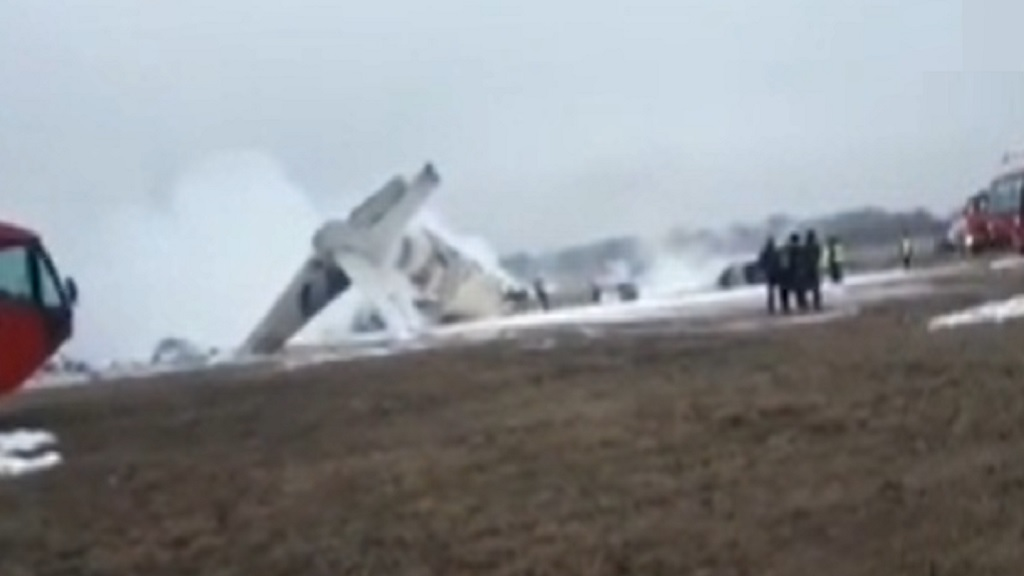 В аэропорту Алма-Аты разбился самолет