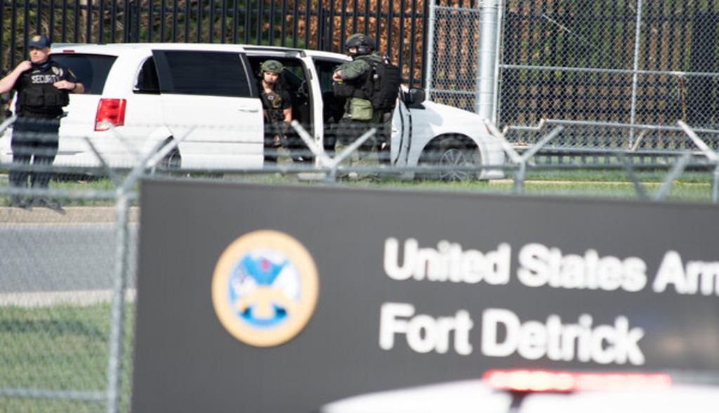 служащий открыл огонь по военной базе США Форт-Детрик