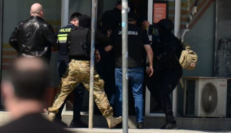 захват заложников в банке Грузии, 16.04.2021