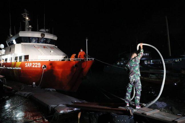 поиск подводной лодки Индонезии
