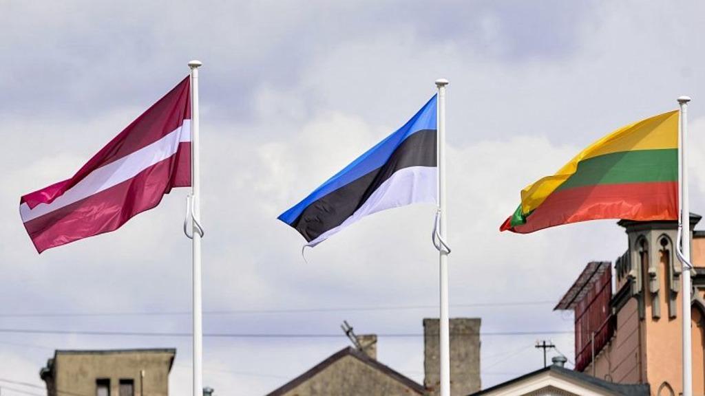 флаги Литвы, Латвии и Эстонии