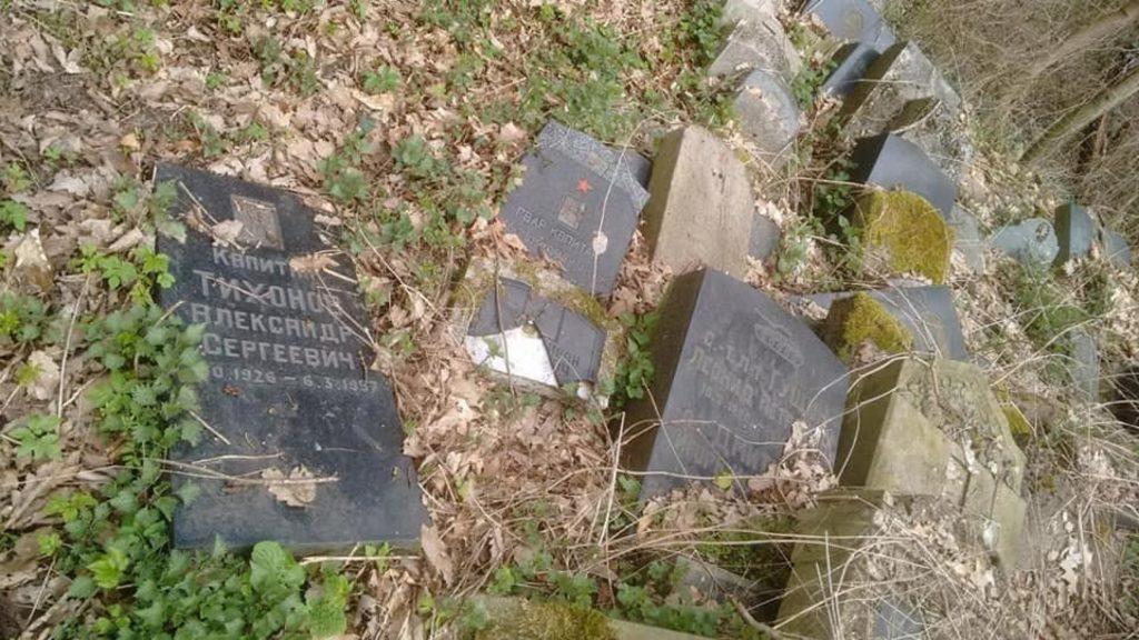 Эберсвальде, сваленные надгробия советских солдат