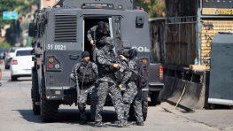 В перестрелке между полицией и наркоторговцами в Рио были убиты 25 человек