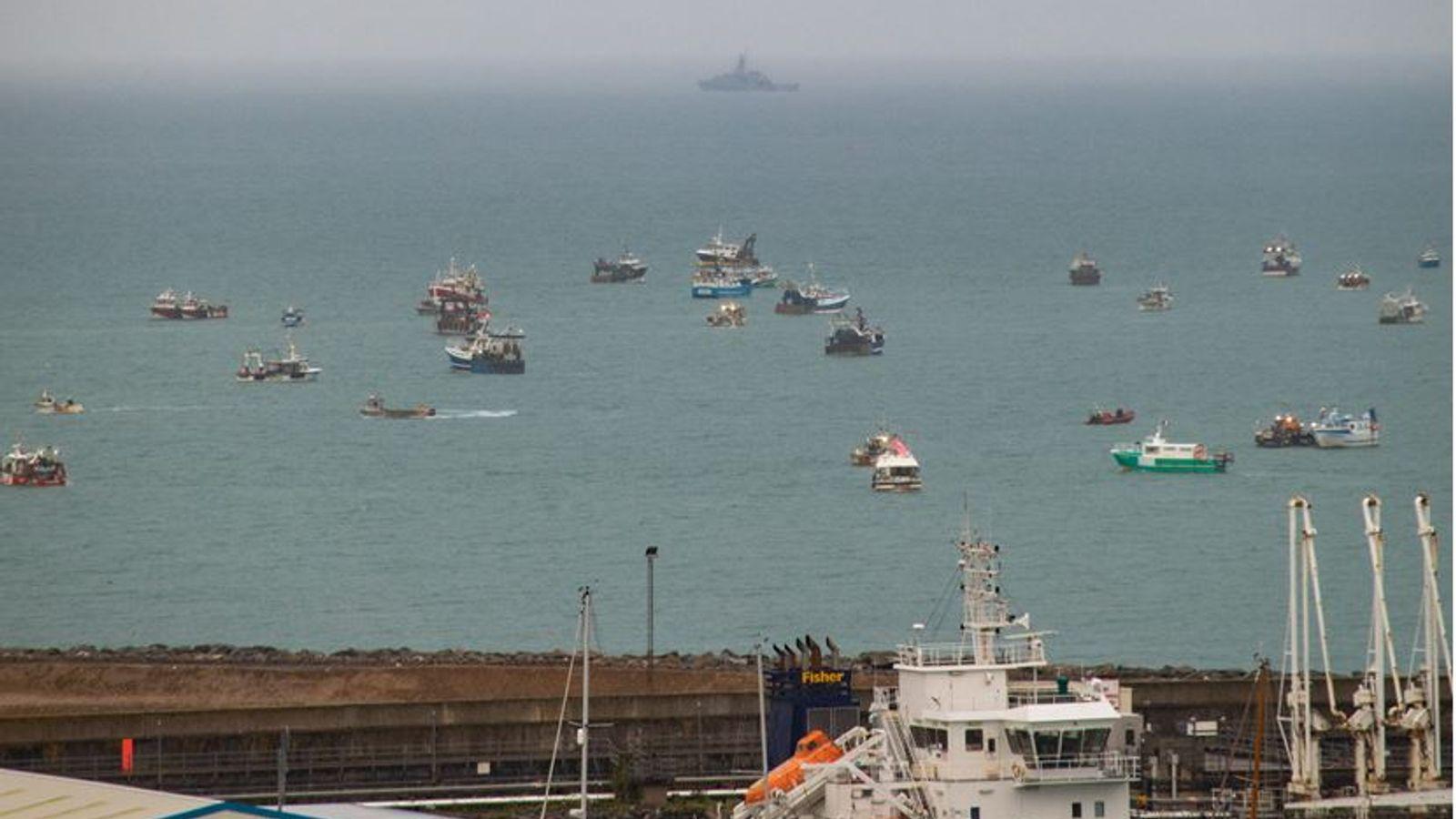 скопление лодок возле острова Джерси