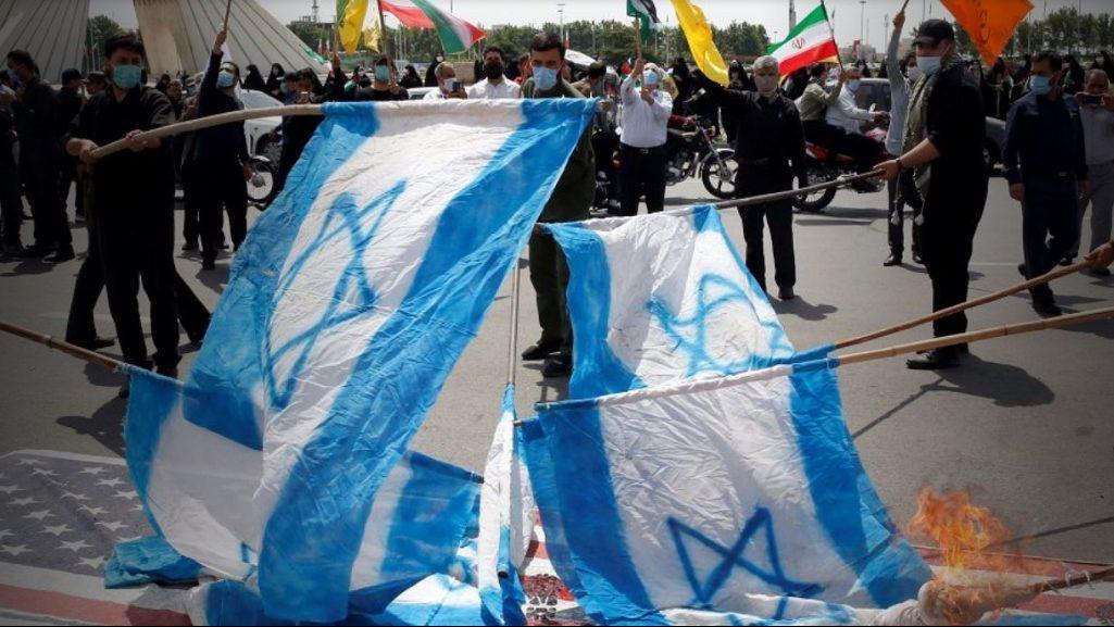 иранцы сжигают израильские флаги
