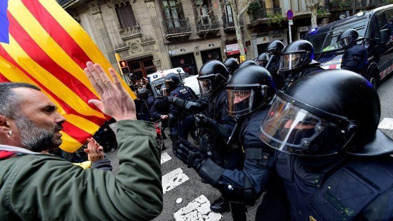 столкновения каталонцев с испанской полицией