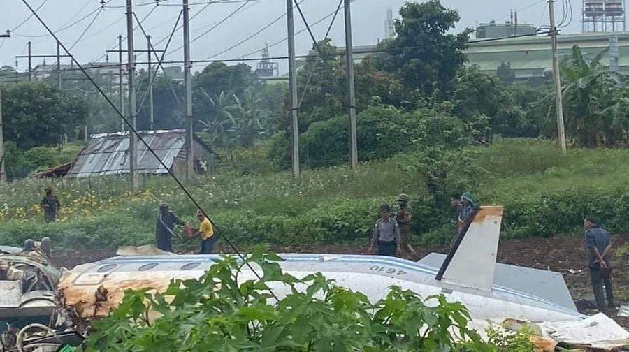 Военный самолет разбился при посадке в Мьянме