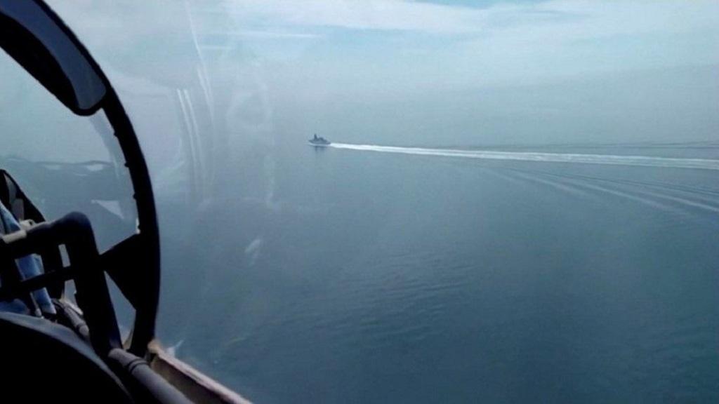 вид британского эсминца с борта российского военного самолета