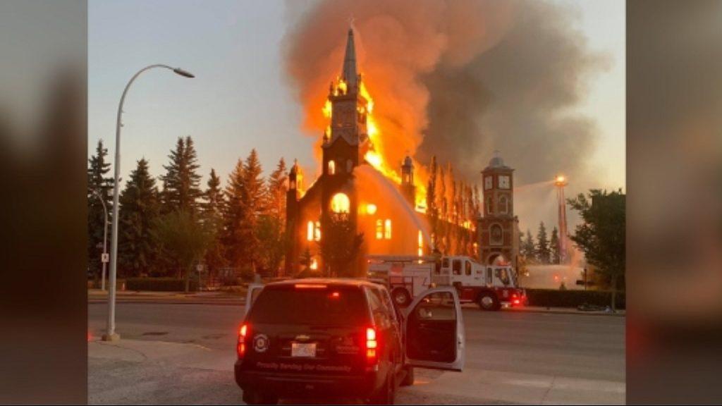 сожженная католическая церковь Иоанна Крестителя в Канаде