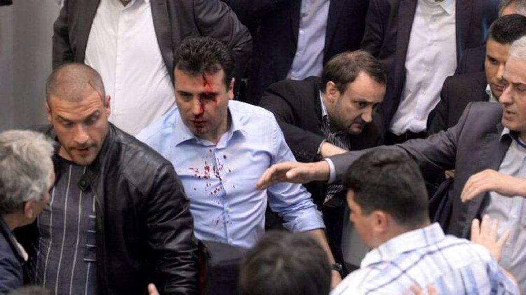 штурм парламента Македонии 2017 год