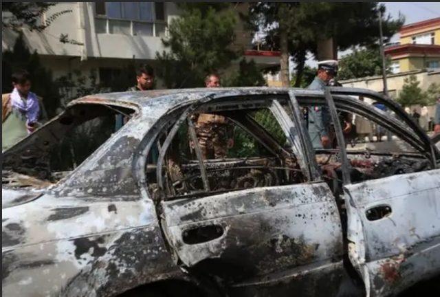подорванный талибами автомобиль Кабул
