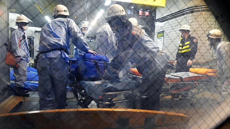 мужчина устроил резню в электричке Токио